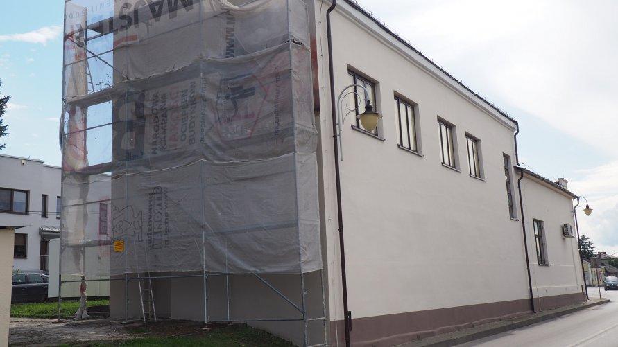 Budynek Gminnej Spółdzielni Samopomoc Chłopska w Urzędowie.